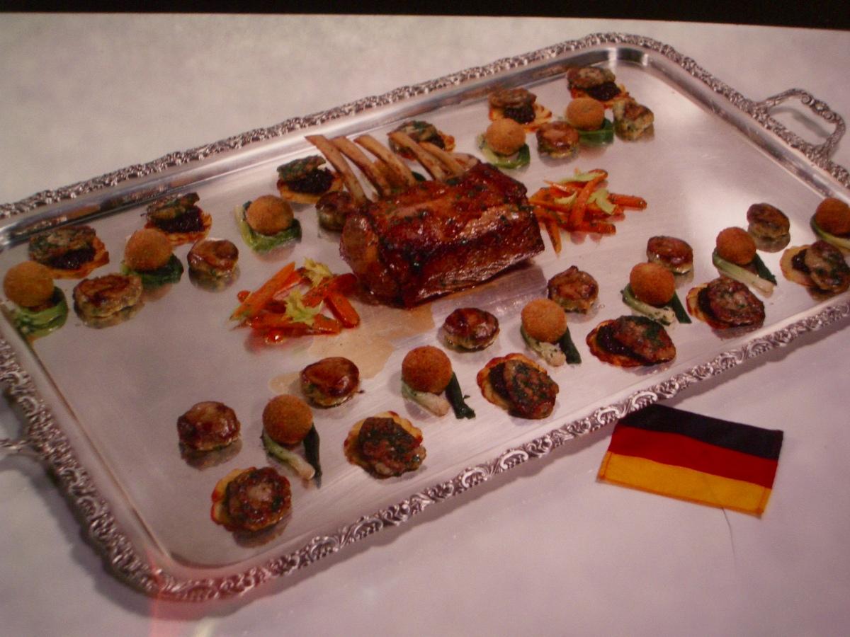 Carré de veau aux galettes de cèpes. Croquettes de riz de veau farcies au foie gras d'oie. Pomme Maxime et ses tranches de rognon de veau rissolées et dorées au beurre de genièvre