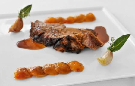 Rôti de porc mariné aux agrumes, mirabelles au romarin
