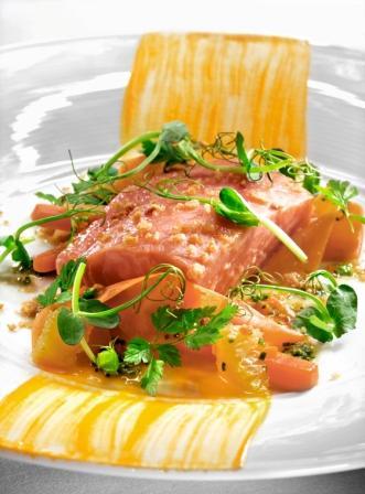 Saumon Salma confit sur une variation de carottes et d'orange