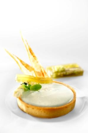 Cave Baragnaude Roquefort tartlet, apple-cucumber jelly
