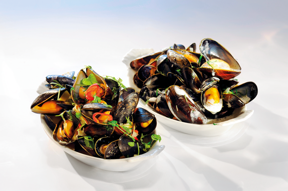 Two-way mussels: Thai- and French style