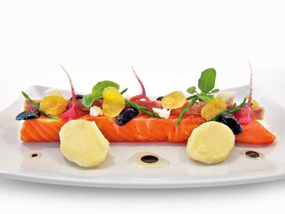 Saumon tiède, tête de veau à la gantoise et légumes de saison