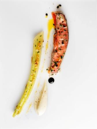 Chevreuil « à la plancha », céleri, fruit de la passion et Noilly Prat